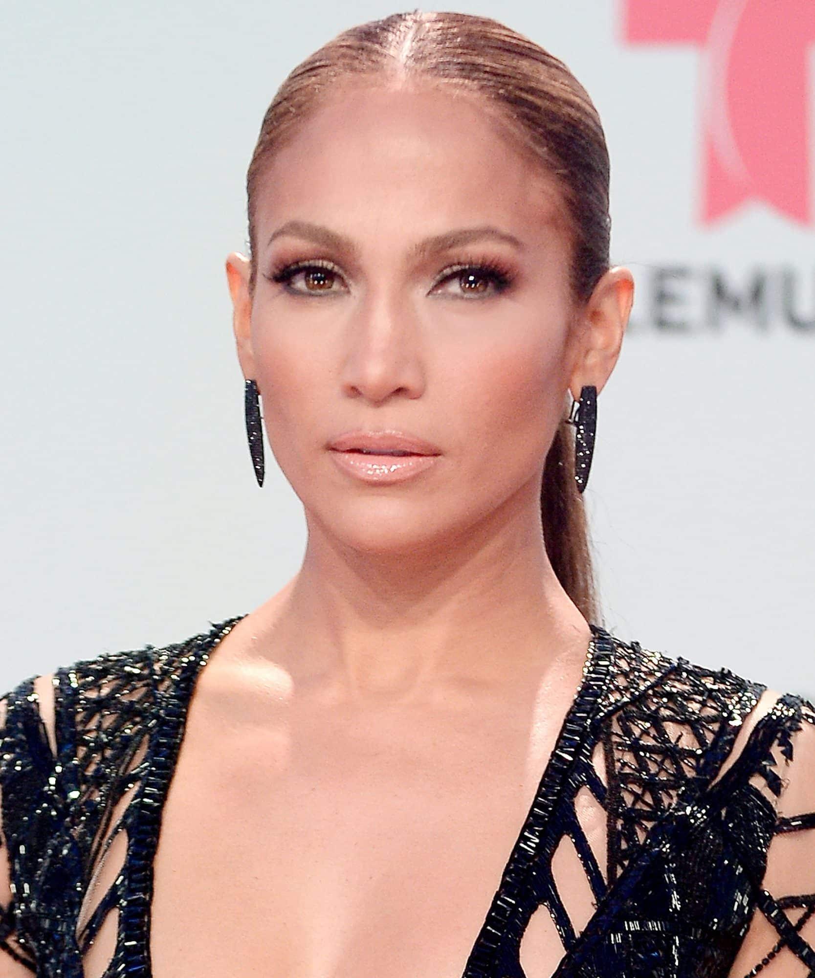 Jennifer Lopez nude lipstick1
